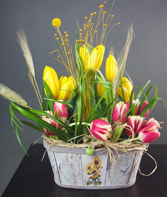 Aranjamente Florale Cos Cu Flori Cu Lalele Si Spice De Grau